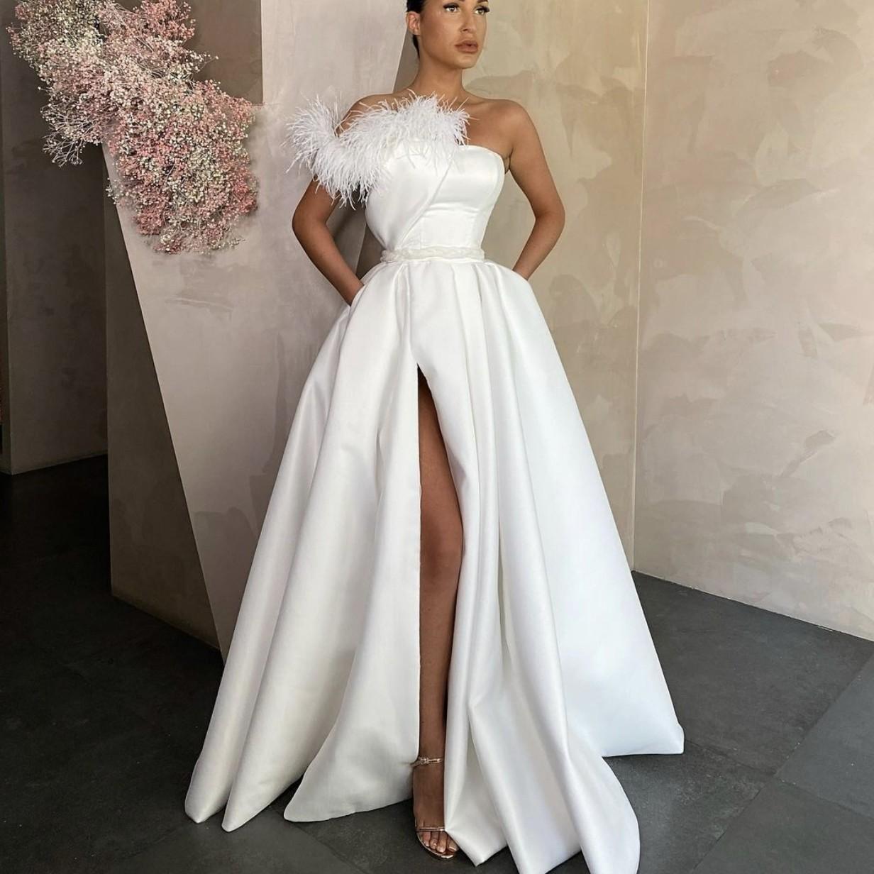 2021 elegante weiße satin abendkleider lange rot black prom-kleider mit  taschen federseite slit formale partykleid