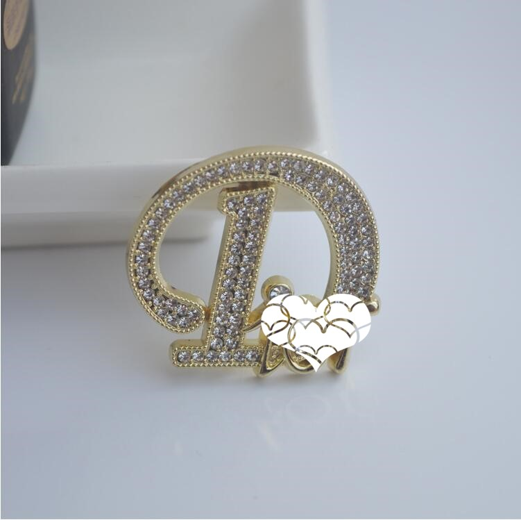 Hot-selling Korean letter full diamond brooch atmospheric sweater corsage women all-match suit coat retro accessories fast delivery