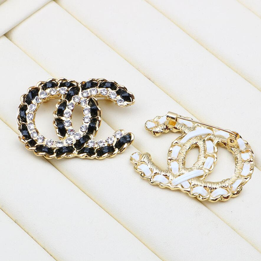 Wholesale High Quality Brand Designer Double Letter Gold Silver Brooch Women Pearl Rhinestone Brooch Suit Laple Pin Fashion Jewelry Accessories
