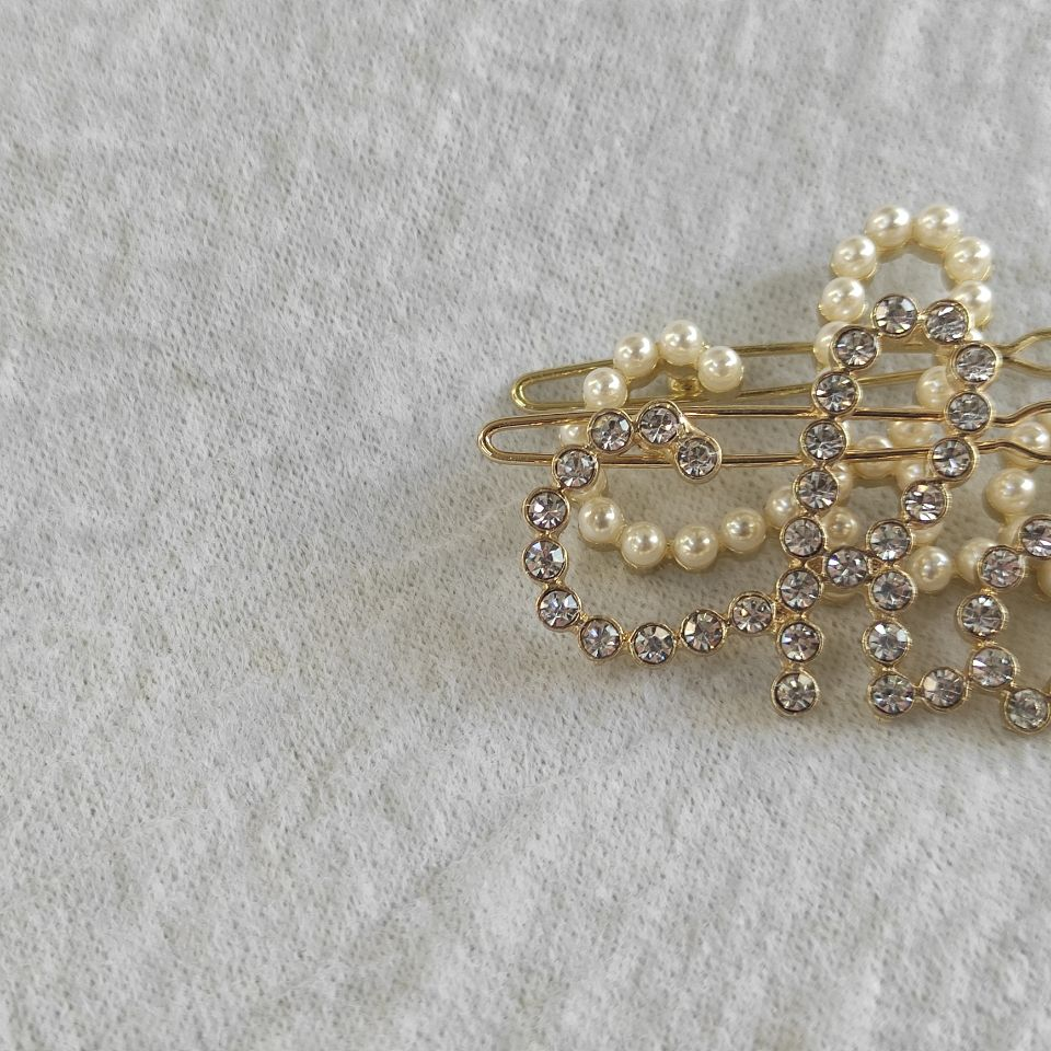 metal hair clips C Classic rhinestone or pearls letters design hairpins classic hair accessories