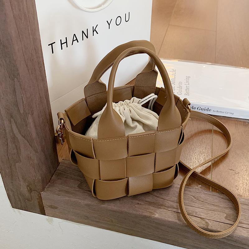 Brand Designer Basket Woven Drawstring Bucket Bag Designer Handbag for Women 2021 New Casual Beach Shoulder Travel Bags Small To