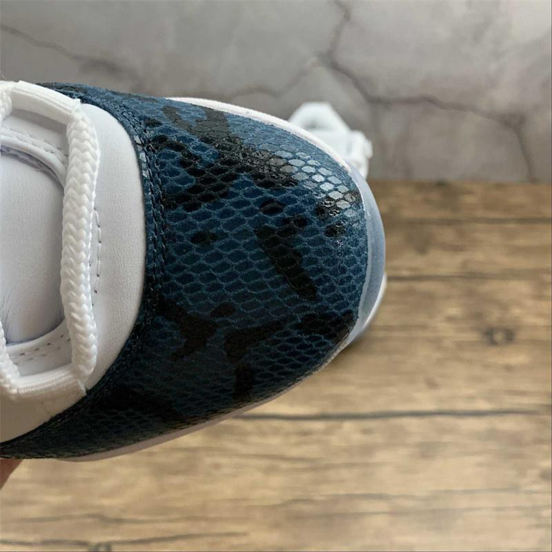 Jumpman 11 11s Low Light Bone Basketball Shoes Top Quality Mens XI Snakeskin White Blue Designer Sports Sneakers With Box