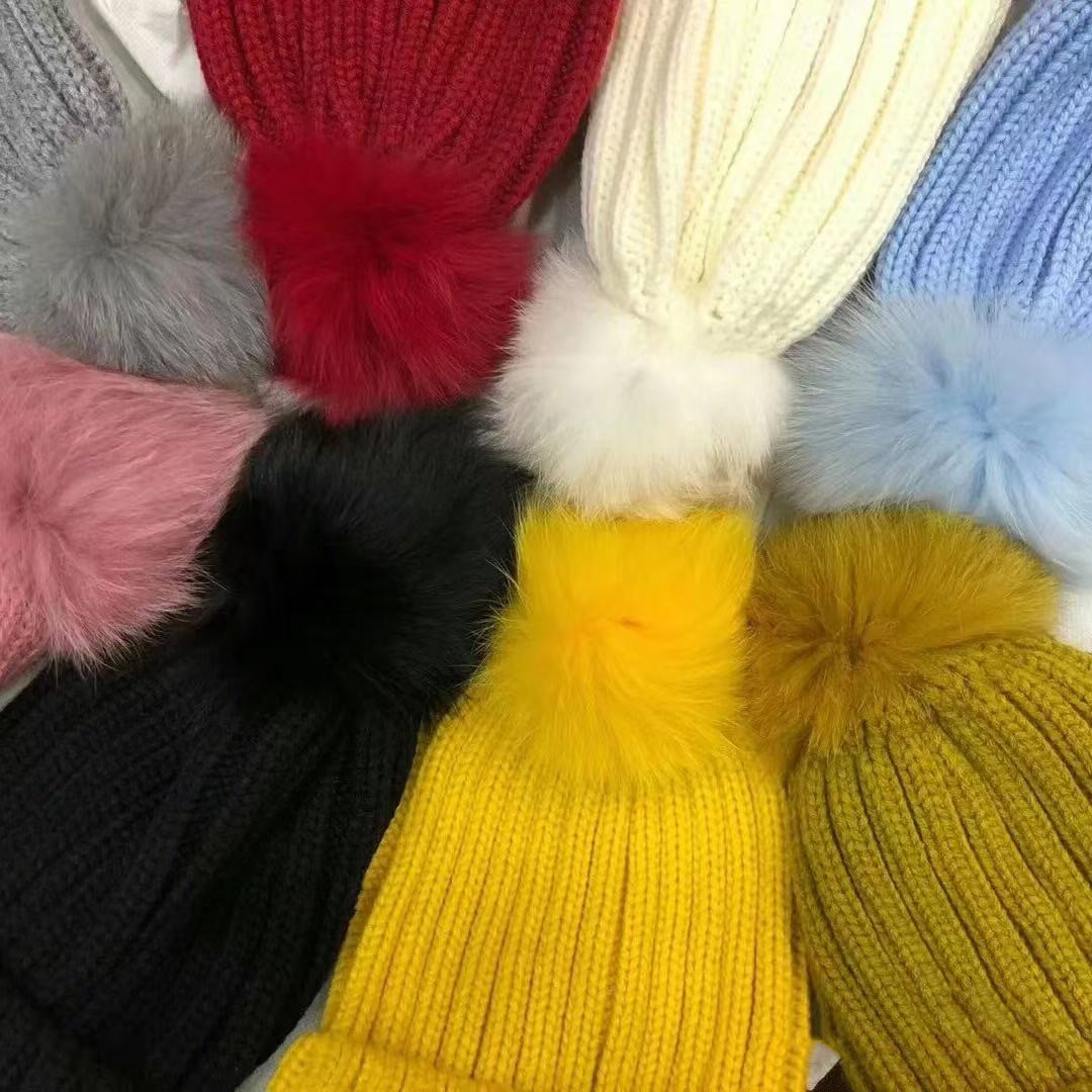 Classic Pompon Knitted Hat Men Women Casual Outdoor Letters Cold Hats Child Warm Wool Skull Caps with High Quality