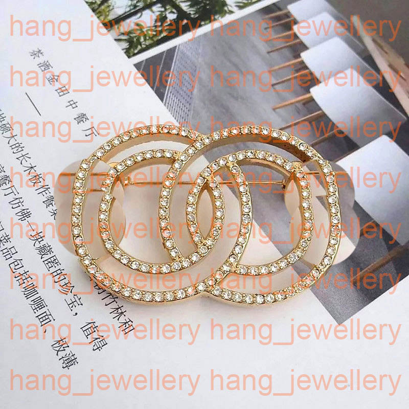 Designer Brooch Gold Pearl Brooch Metal Rhinestone Brooches Zinc Alloy Pin For Women Jewelry New Arrival