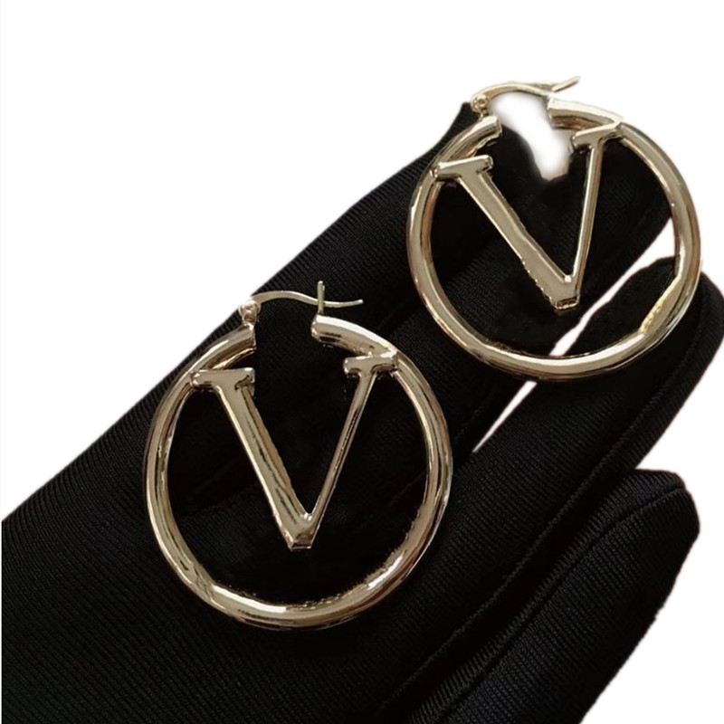 2021 fashion womens hoop earring for woman charm big circle simple pendant stainless steel lady engagement party gift high quality luxury designer earrings jewelry