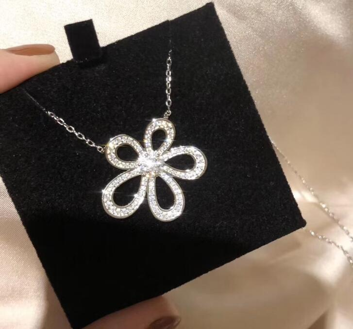 Fashion Luxury Designer Sterling Silver Flower Necklace Earrings rings with Shining Crystal Stone Women Jewelry Pendant Necklaces