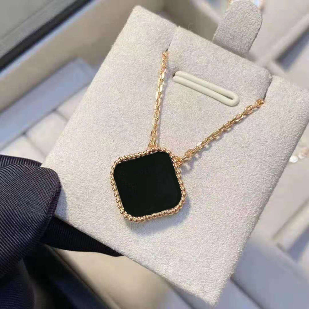 Classic Necklace Fashion Elegant Clover Necklaces Gift for Woman Jewelry Pendant Highly Quality with BOX