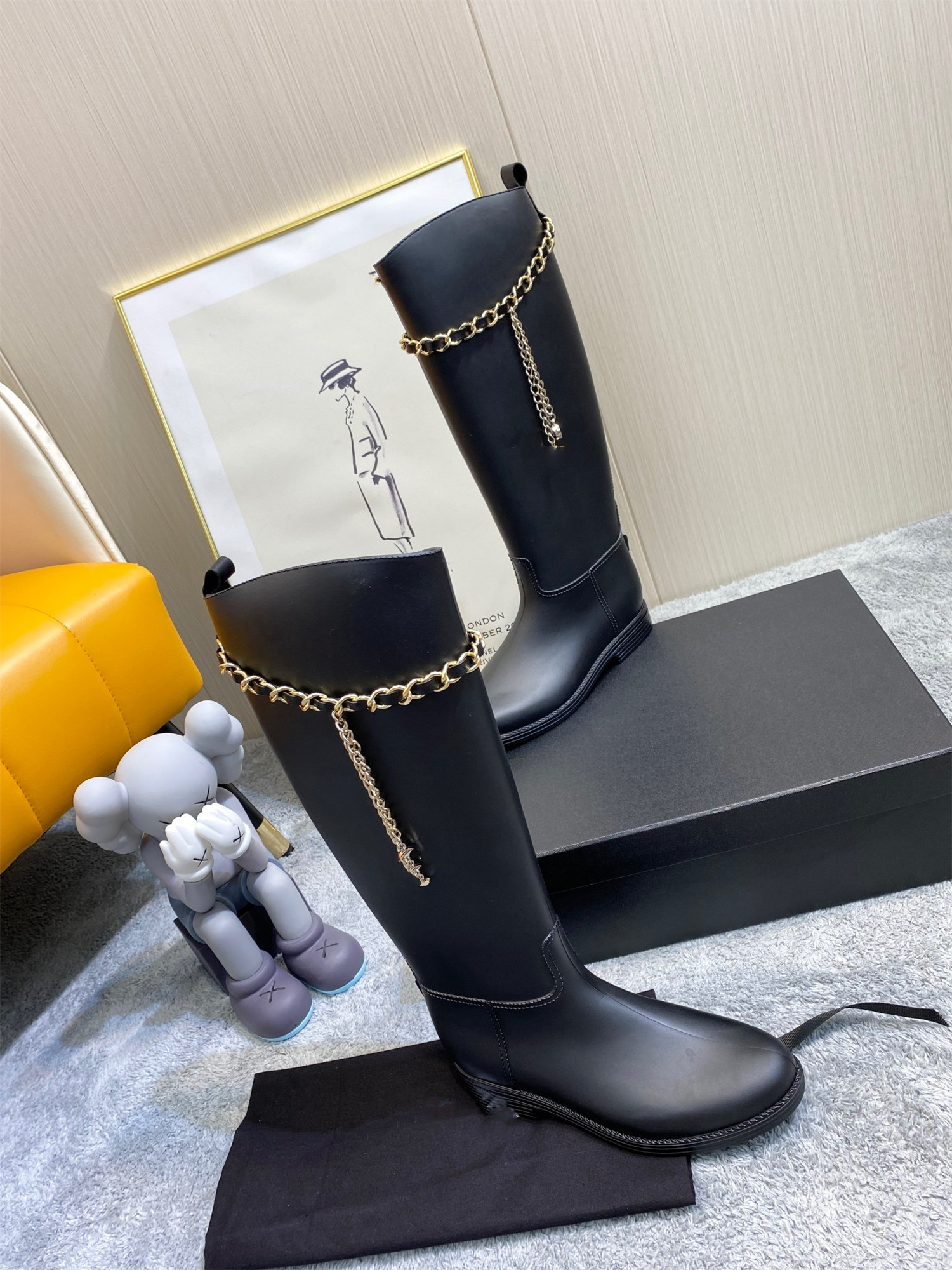 2021 summer middle age series rain boots booties vintage women Martin boot leather chain decoration flat bottom retro rainboots waterproof net red same paragraph