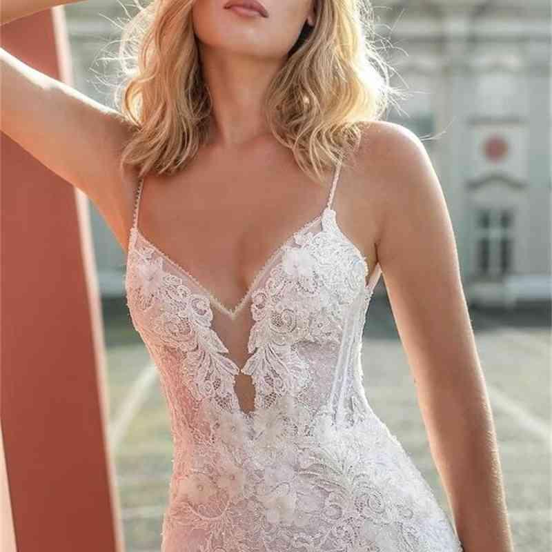 2020 Spaghetti Beach Wedding Dresses Thigh High Slit Lace 3D Floral Appliques Mermaid Wedding Gowns Backless Sexy Boho Bridal Dress