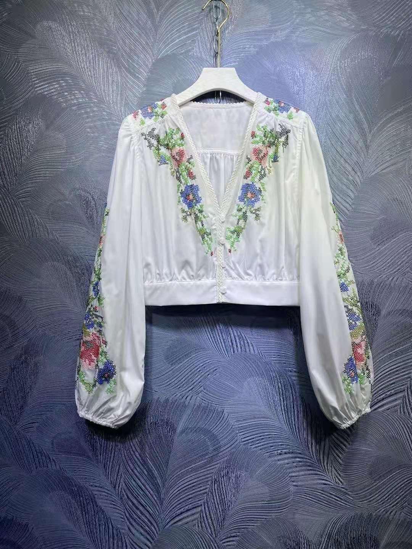 ZIM V-neck embroidered short top + shorts set