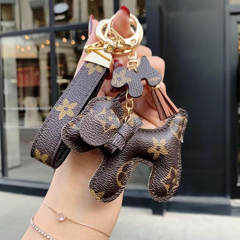 Fashion Luxurys bags Key chain Buckle lovers Car Keychain Handmade Leather Designers Keychains Men Women Bag Pendant Accessories