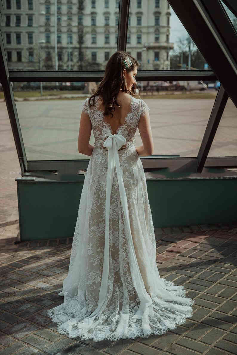 2020 Plus Size Lace Wedding Dress Long Country Style A Line Bridal Gowns Summer Beach Backless Sweep Train Wedding Dresses