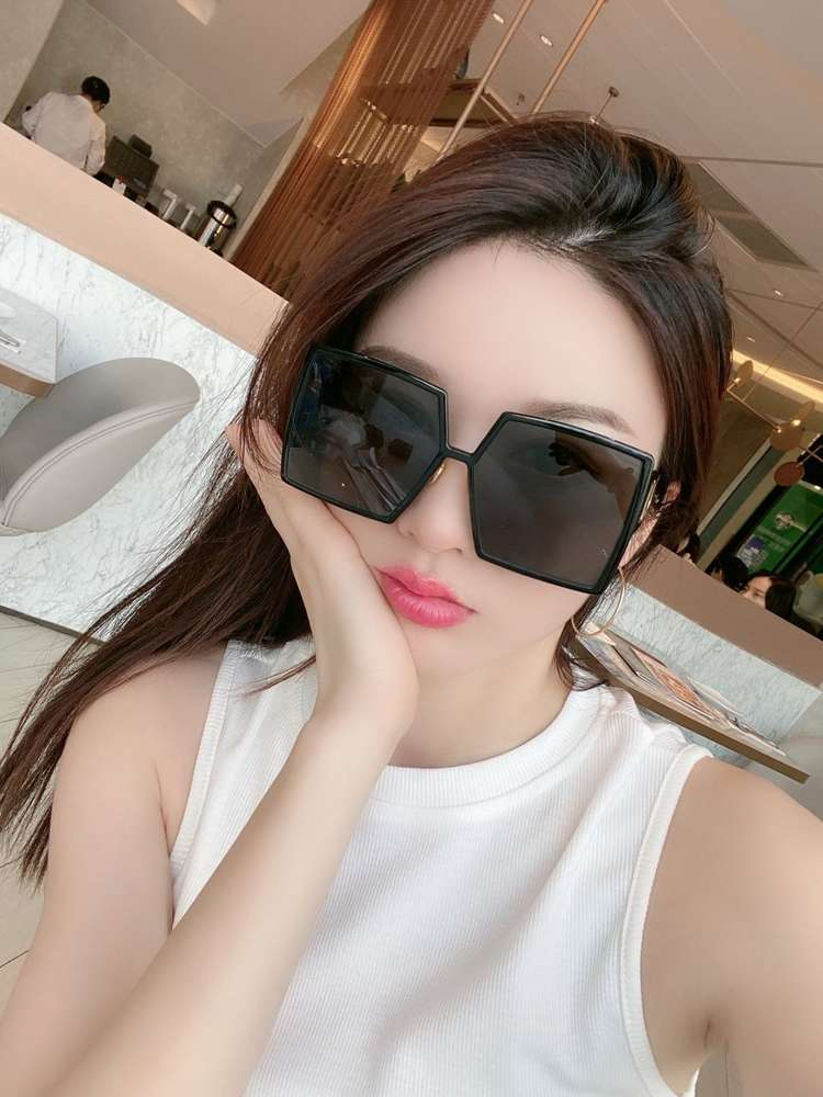 Fashion Summer Beach Sunglasses Woman Overszie Goggle Sunglasses for Man Woman UV400 Top Quality with Gift BOX