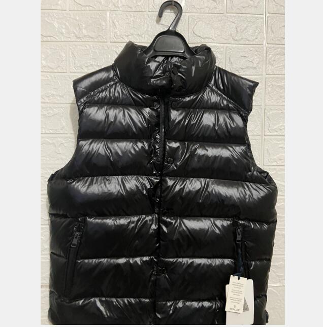 Thick down vest black sleeveless down jacket fashion design front chest logo men and women winter wear white duck down vest