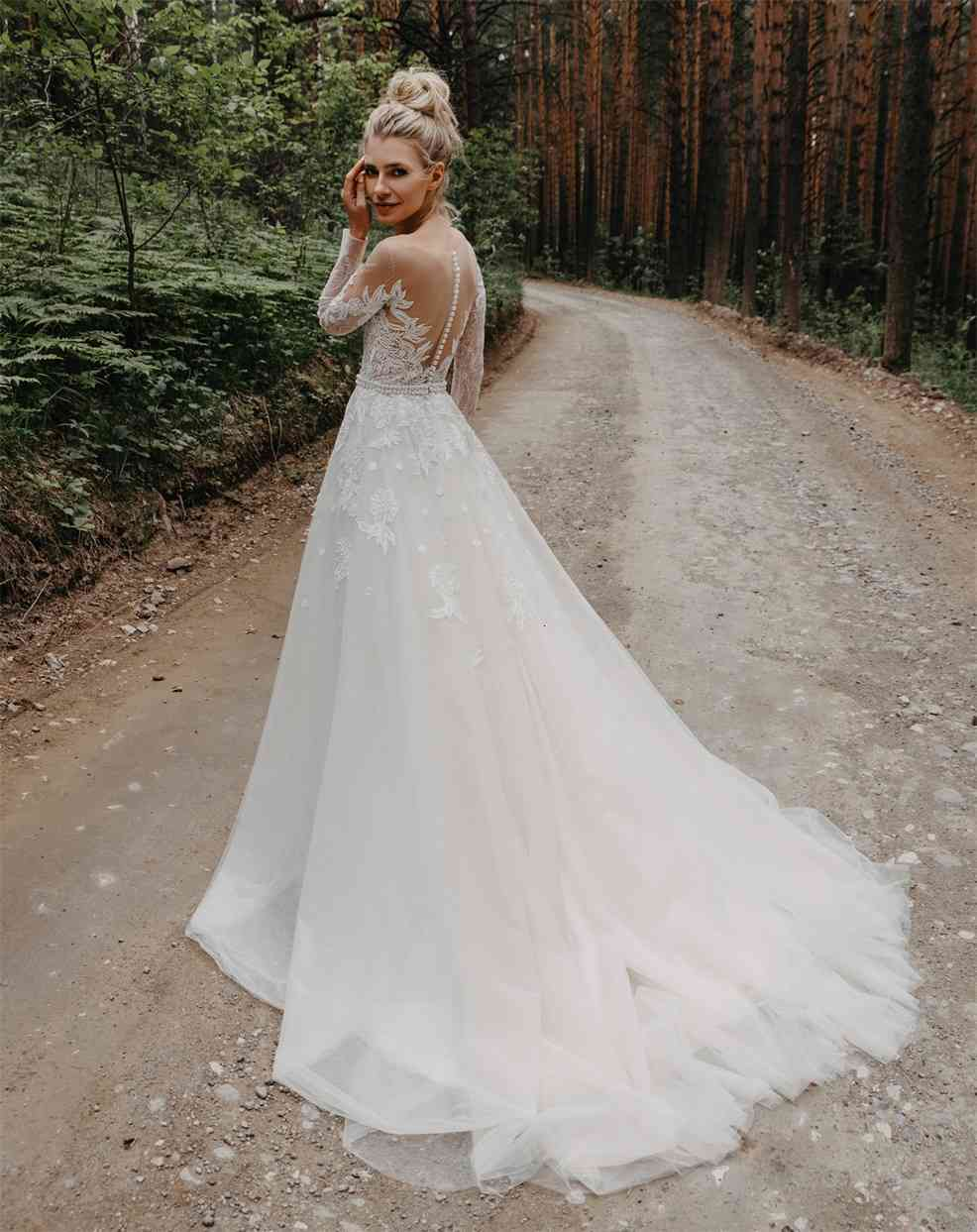 2020 Bohemian Wedding Dresses Jewel Long Sleeves Applique A Line Wedding Dress Sweep Train Bridal Gowns