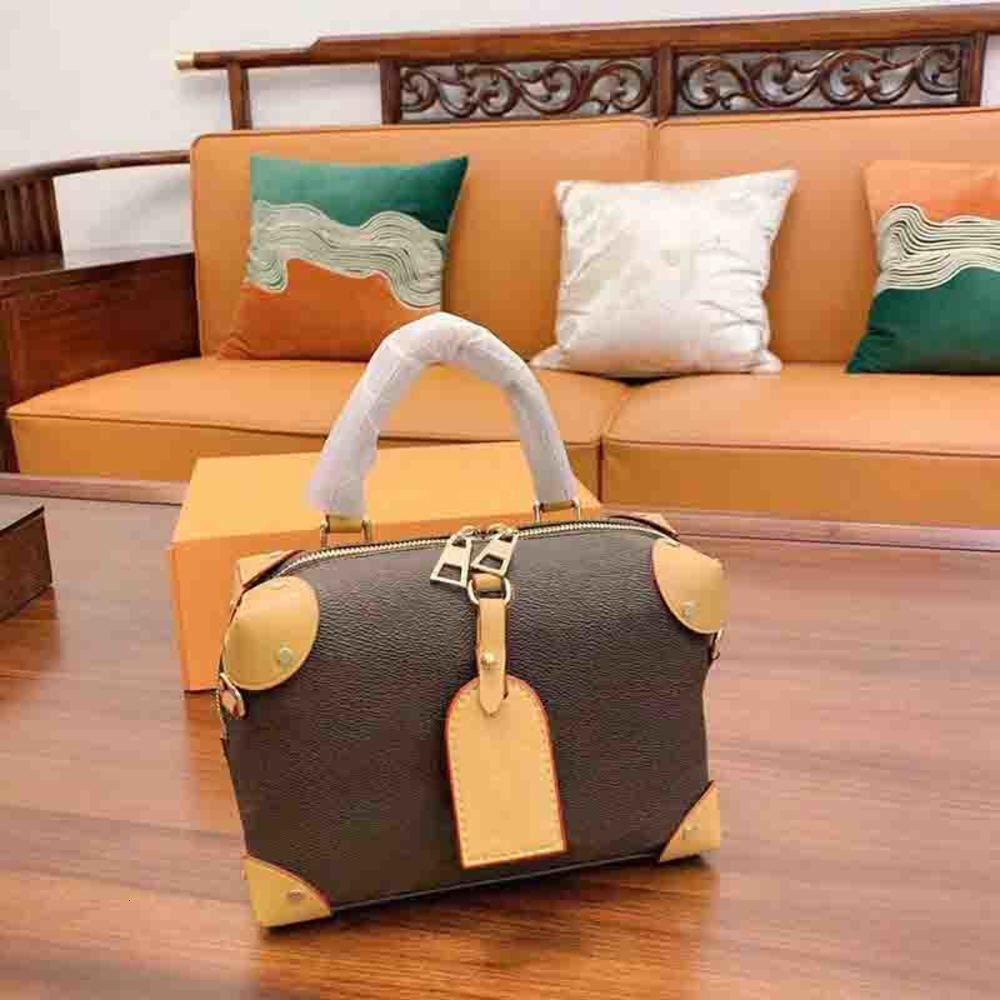 Women Classic Crossbody Bag with Chain Strap Lady Shoulder Bags High Quality Girl Chest Bag Fashion Rivet Handbags