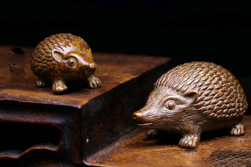 Antique bronze ware pure copper hedgehog ornament pure copper solid little hedgehog handle pure copper tea pet ornament