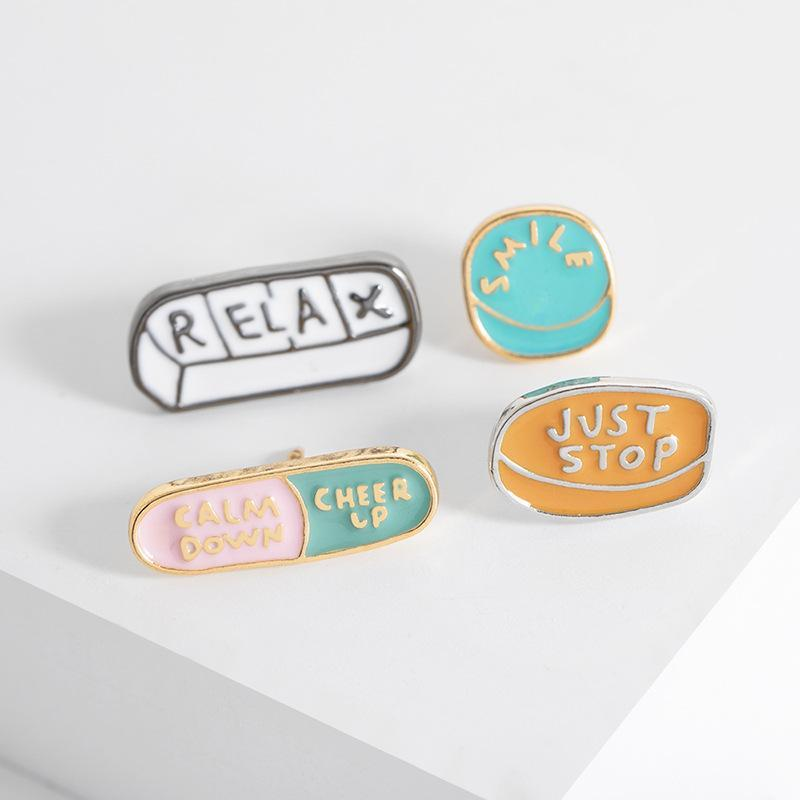 Cartoon Creative Japan Letter Brooch Pins Funny Enamel Brooches for Girls Gift Jewelry Badges Pill Capsule Clothes accessories collar Pins