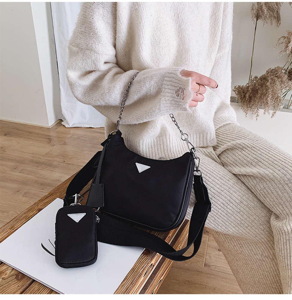 2021 Lady Fashion Handbags Totes Re-edition Bags Famous Designer Non-Woven Nylon Classic Retro All-match