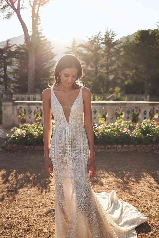 Dreamy Mermaid Wedding Dresses Crystal Applique Sleeveless Backless Lace Wedding Dress Sweep Train Vestidos De Novia