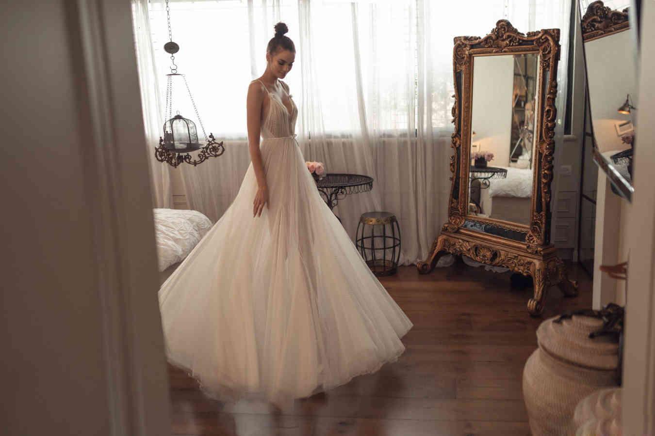 Boho A Line Wedding Dresses Spaghetti V Neck Tulle Bridal Gowns Princess Beach Wedding Dress Cheap