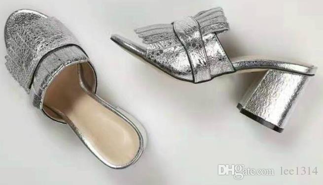 2017 SS neue Leder retro quadratischen Kopf Sandas Metallschnalle einzelne Schuhe Quaste Frauen Schuhe flachen Mund High-Heels Schuhe