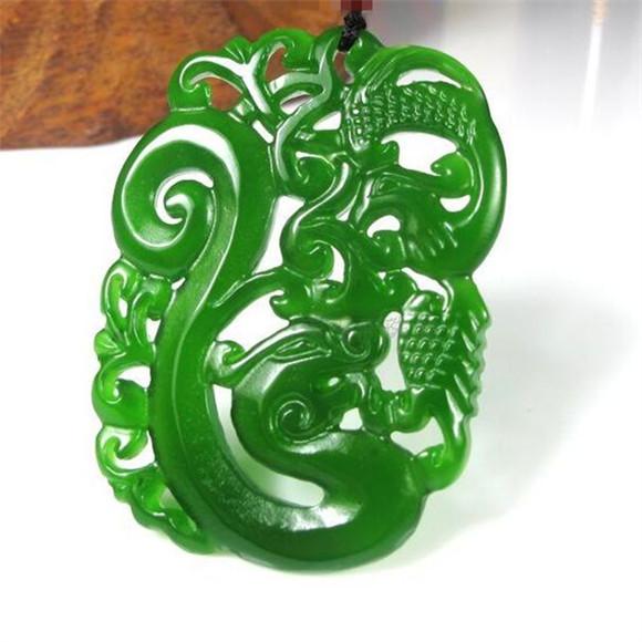 pendentif Charmant amulette vert en jade en forme de dragon