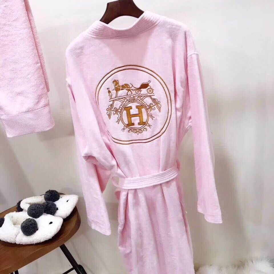2018 new men's and women's fashion trends, multiple colors men pyjamas Women silk robes Embroidery pattern