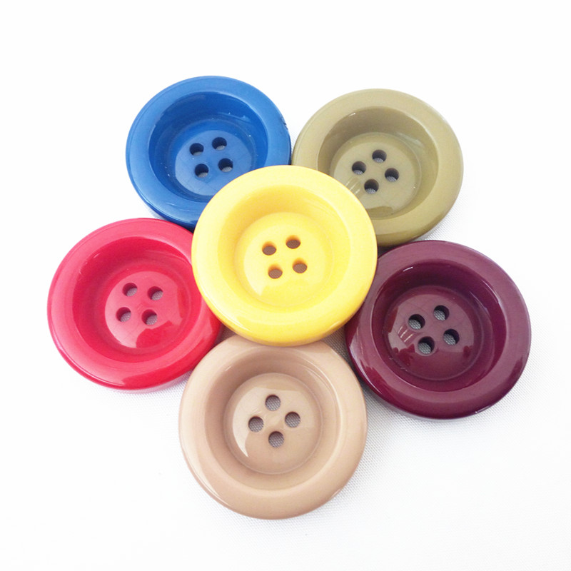 NATURAL BARGAIN 2 HOLE 23 MM 6 X ROUND WOODEN BUTTONS