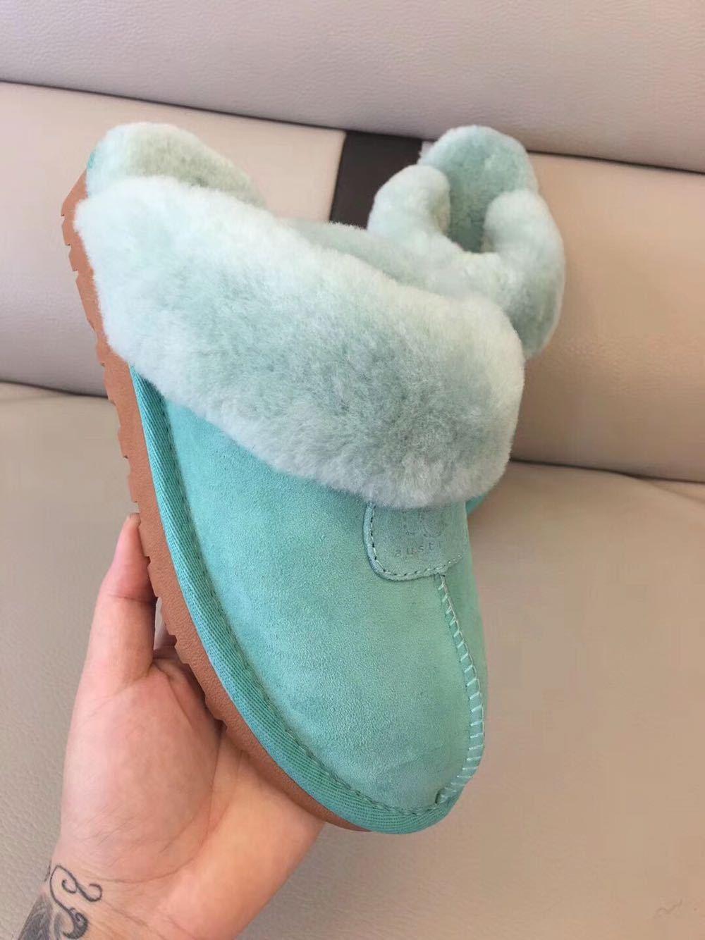 Marca Unisex Invierno Cálido Zapatilla de algodón Hombres Mujeres Lujo Piel de lana Sandalia Botas cortas Tallas grandes para mujer Diseñador Botas de nieve para interiores