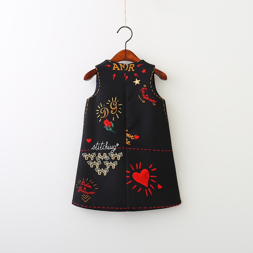 Baby Girls Dresses 2018 Spring New Sleeveless O-neck Toddler Dress lovely Heart through the heart design Children Clothes Y18102007