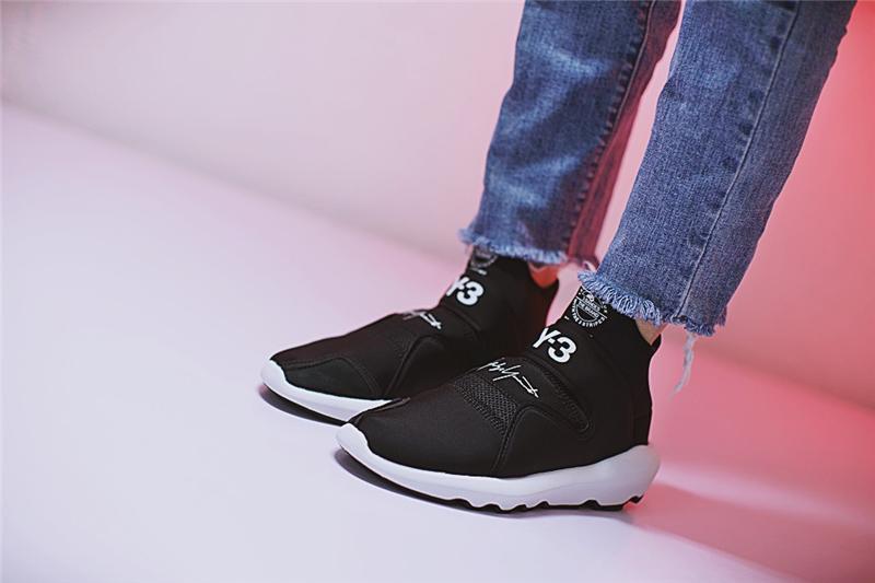 y3 suberou on feet