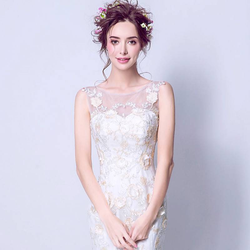 2017 Nuovo arrivo bianco Scoop Neck Embriodery Mermaid Lace Up Back Abito da sposa moderno elegante Corte dei treni Abito da sposa