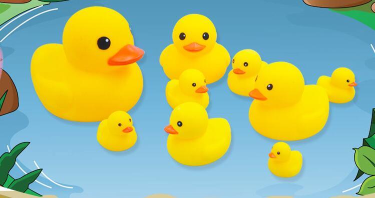 10 stücke Baby Schwimmen Schwimmende Gummi Quietschende Enten Spielen