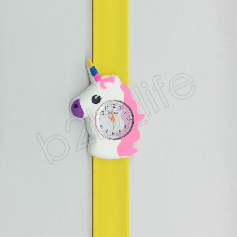 Karikatur-Einhorn-Klaps-Uhrregenbogenpferd Armbanduhr-Kindersilikon-Quarz-Armbanduhren scherzt Klaps-Taktgeber-Weihnachtsgeschenke GGA1263