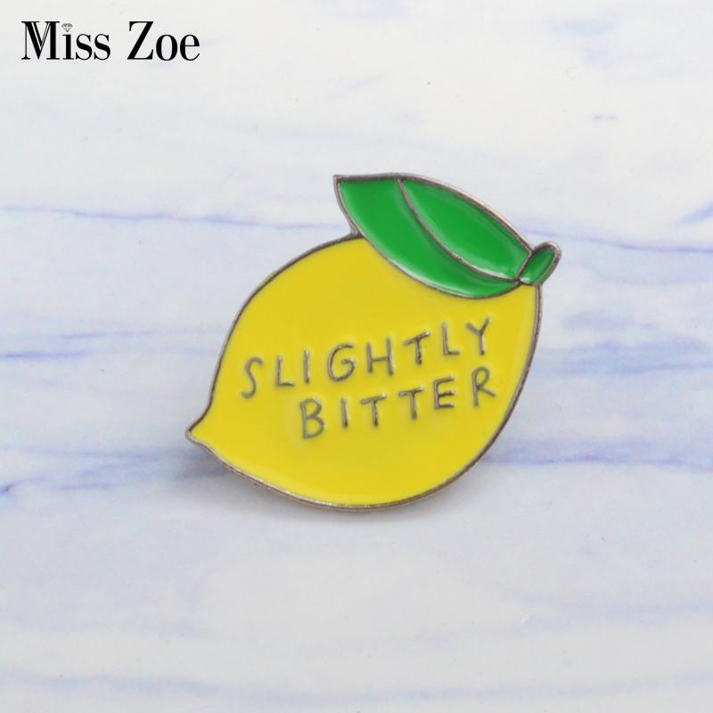 Miss Zoe Citroen emaille pins LICHT BITTER Broches Cadeau voor Kinderen vrienden Fruit pictogrammen Pin Badge Knop Revers voor Kleding ca