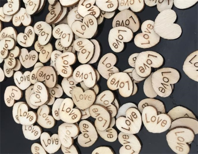 100 en Bois Gravé LOVE Coeurs 15 mm MARIAGE DÉCORATION de TABLE Scatter Craft