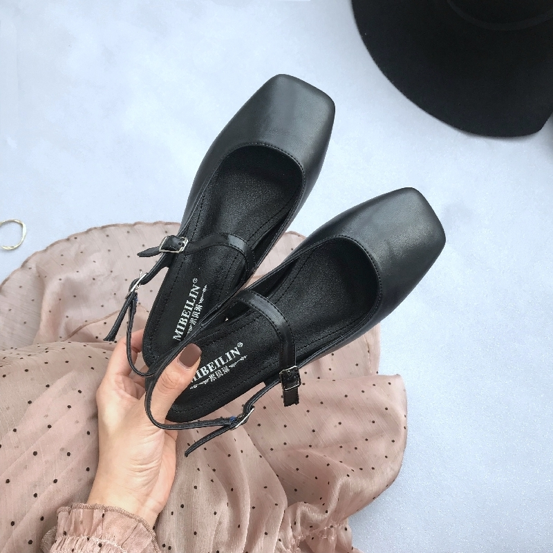 Gorgeous2019 Schuhe Small Soft Leather Exceed Comfortable Square Shallow Mouth Ein Wort Bring Back Air Sandalen mit flachem Boden Baotou Single Schuh