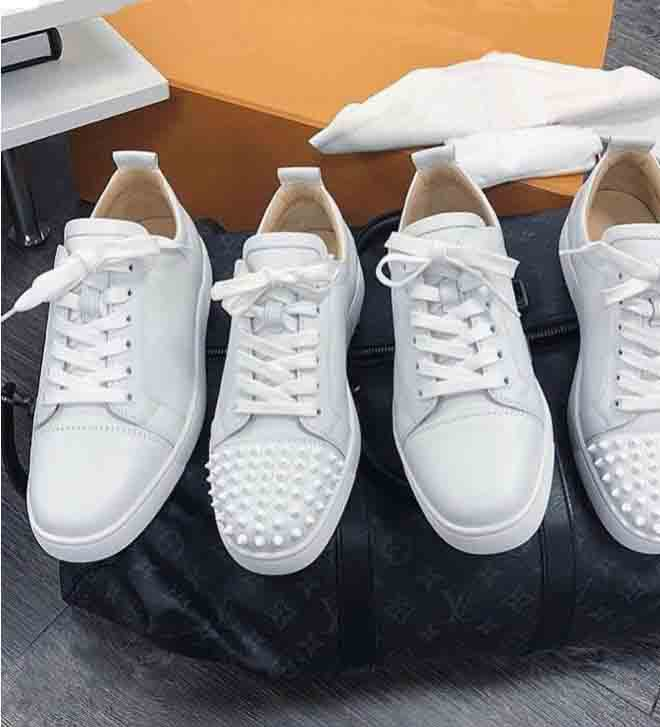Wholesale Paris Red Soles Shoes Junior Spikes Orlato Men's Flat suede leather red bottom sneaker Studded red sole shoes Rivets Classic Flat