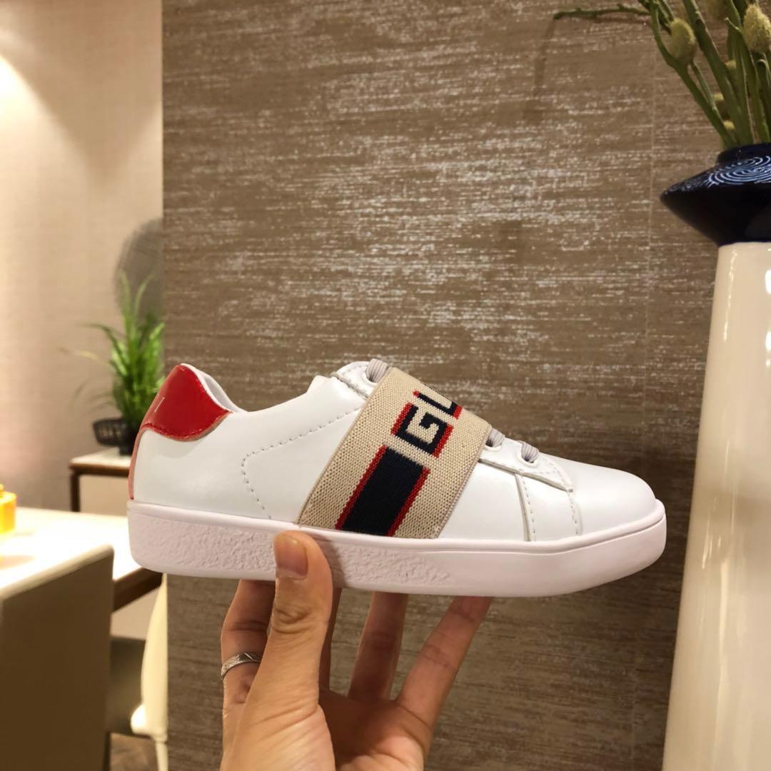 Zapatos para niños Primavera Elegante Remache Arco Princesa zapatos Patentes de cuero Niños de tacón bajo chaussures enfants Impresión de la letra Sandalias F-f3