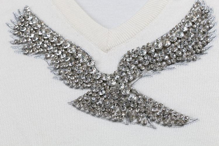 S-XL 2017 ربيع جديد أزياء المرأة البلوزات البلوفرات كاملة كم الخامس الرقبة مطرز النسر الماس الكمبيوتر محبوك مهرجان Y190830