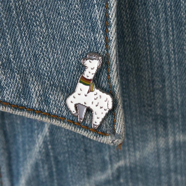 vêtements de dessin animé Alpaga film anime cru drôle décorations cosplay zinc émail diy Lapel badge accessoire Broches Pins