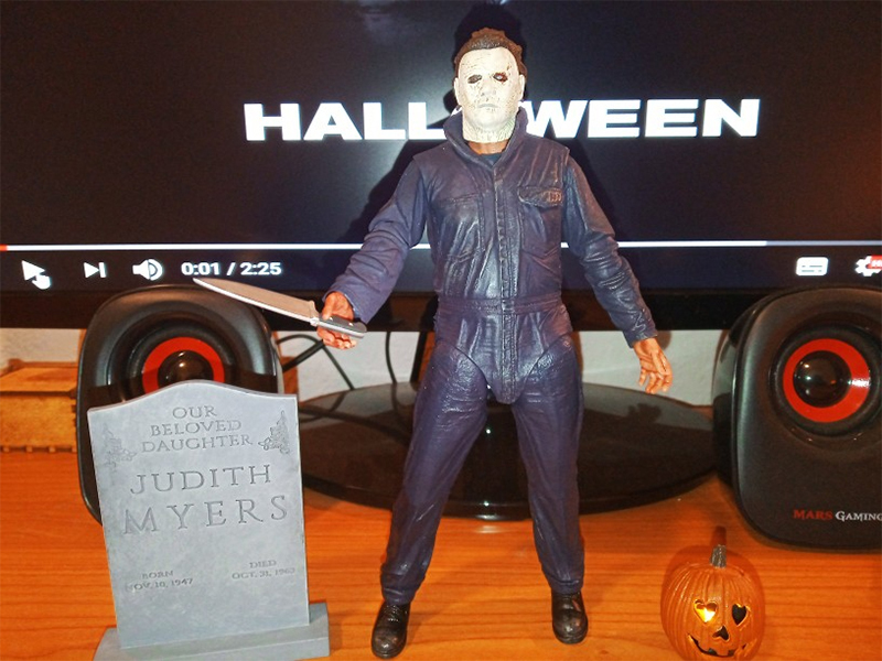 Pumpkin With Led Light Halloween Ultimate Michael Myers Action Figure Collectable Model Toy Doll Gift (0008)