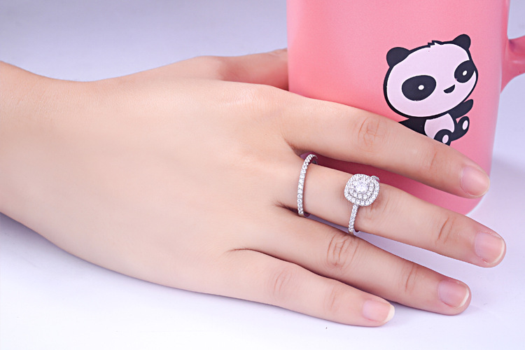 2018 Classic Luxury Real Solid 925 Sterling Silver Ring 4.5mm Hearts Arrows Zircon Wedding Engagement Jewelry Rings.