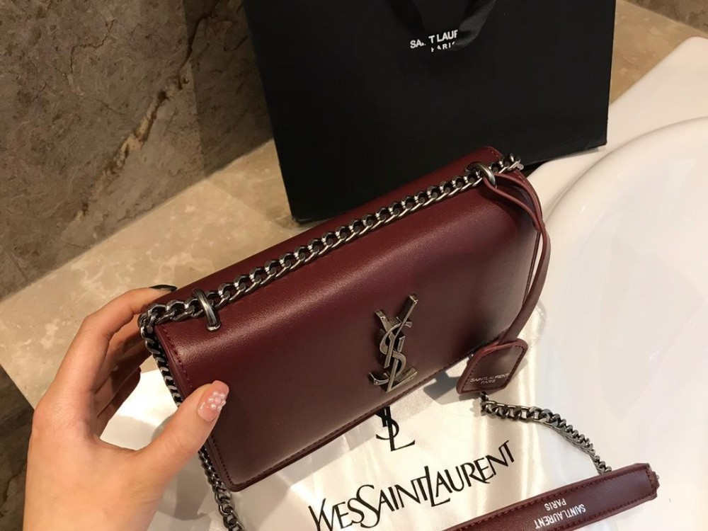 The latest fashion full genuine leather handbags ladies shoulder Messenger mobile phone bag black red