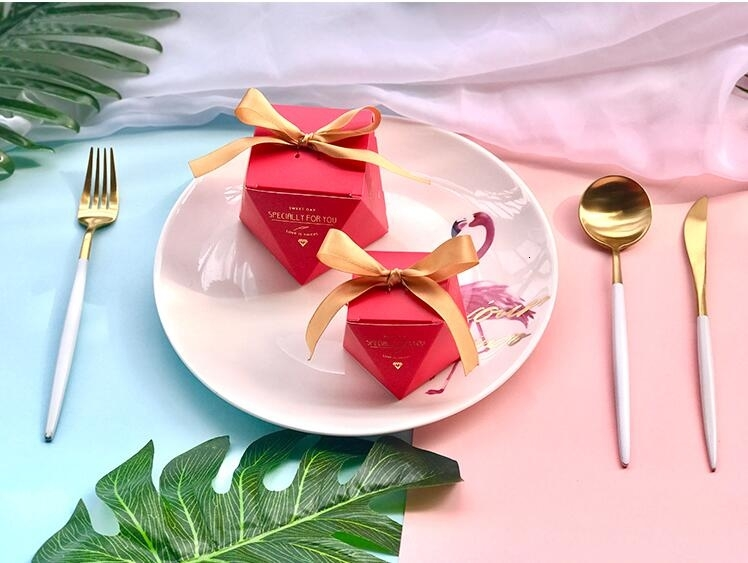 New PinkRedBule Diamond Shape Baby Shower Candy Boxes Wedding Favors and Gifts Boxes Birthday Party Decoration for Guests (15)
