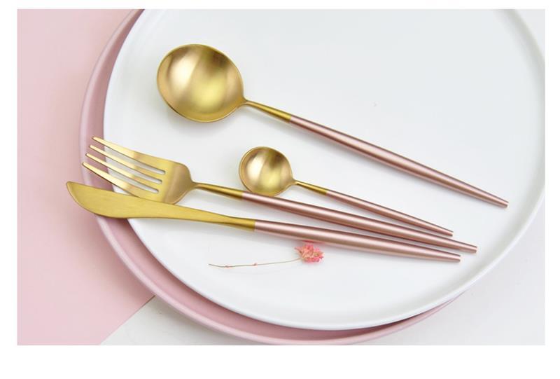 pink cuytlery set (1)