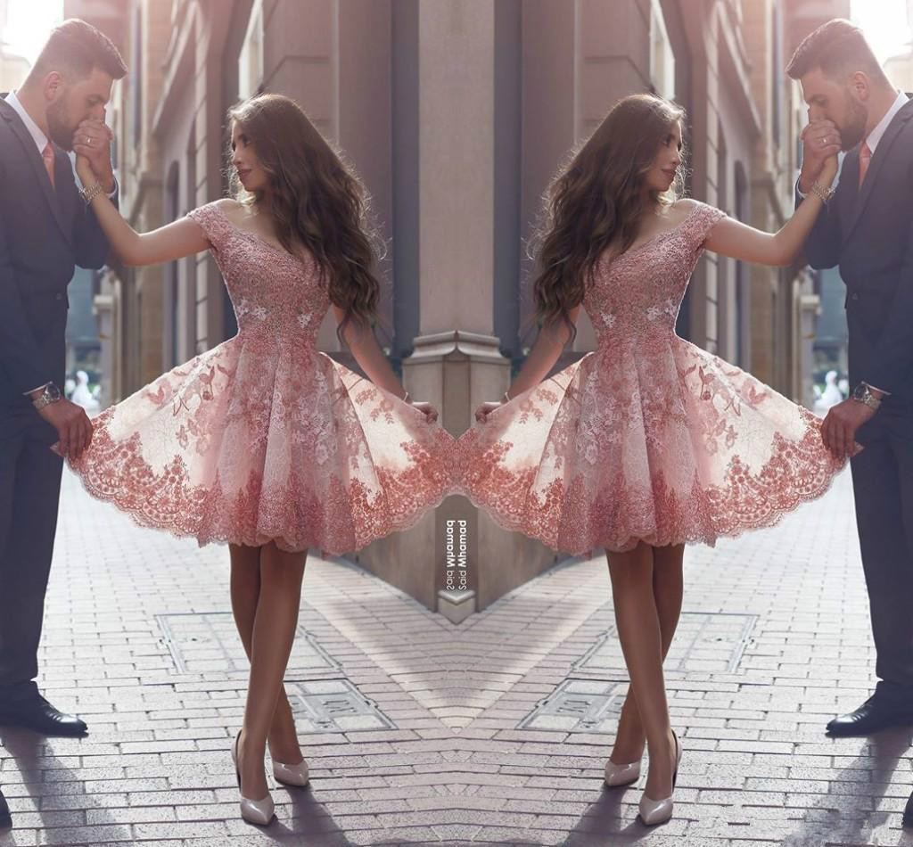 New Dusty Pink Arabic Style Homecoming Dresses Off Shoulders Lace Appliques Cap Sleeves Short Prom Dresses Backless Cocktail Dresses