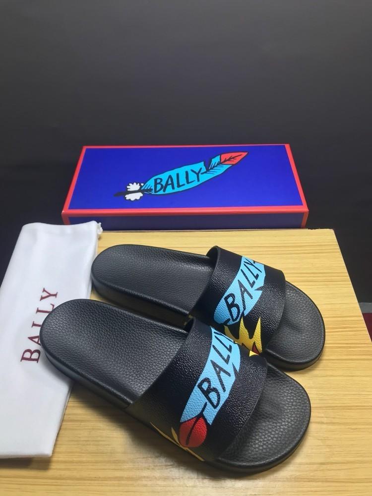 2019 chinelos novos dos homens da tendência confortáveis e elegantes com materiais importados luz carta padrão pintura bonito