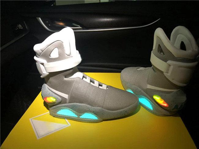 De luxe Brand Design Mag Airs Retour vers le futur Chaussures de course de basket ball d'éclairage LED Sport lumineux Chaussures de sport en plein air